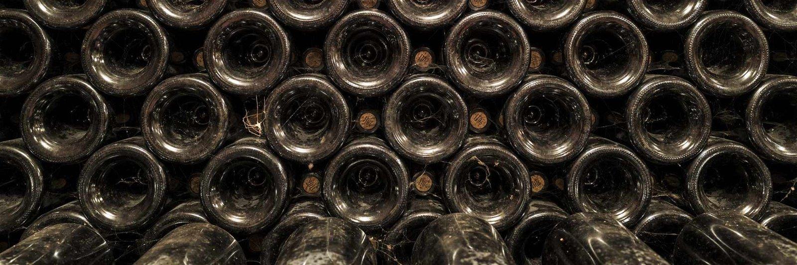 Weinlagerung-besser-liegend-Banner
